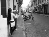 Volkenkunde Zwart Wit Buenos Aires Collectie Meisje en jongen met motor Jeroen Spijker
